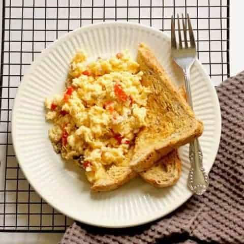 Easy Scrambled Eggs with Veggies