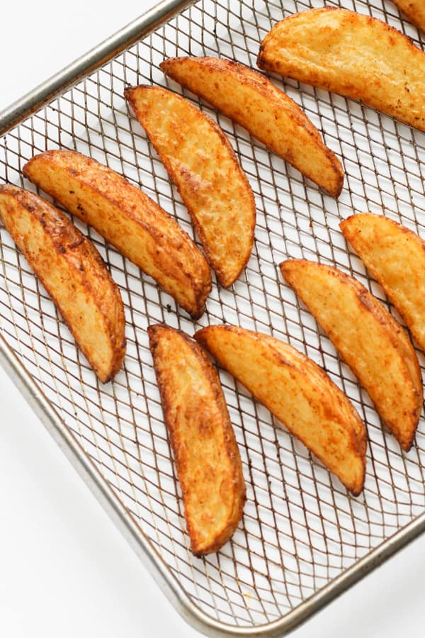 potato wedges on a wire tray