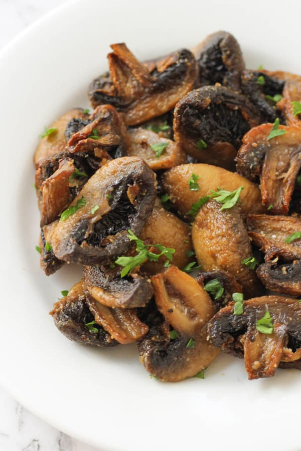 air fryer mushrooms on a white plate.
